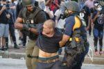 ARRESTAN A POLICIAS